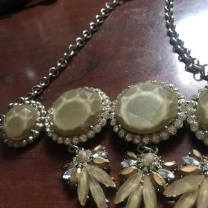 Jewelry - Light brown chunky crystal statement necklace